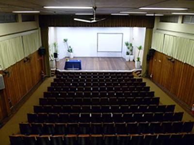 pequeno auditorio palco